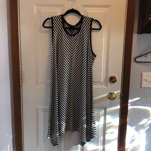 Dresses & Skirts - Pretty dress with chevron stripes